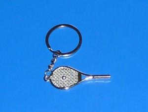 Teniszütő labdával kulcstartó
