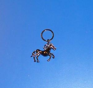 Ló kulcstartó sötét metál
