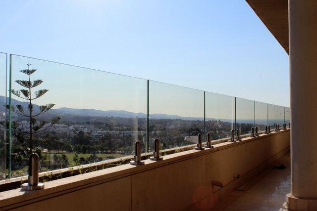 üvegkorlát készítése magyaroknak a spanyol, horvát, francia tengerparti ingatlanjaikra alacsonyjutalek.hu