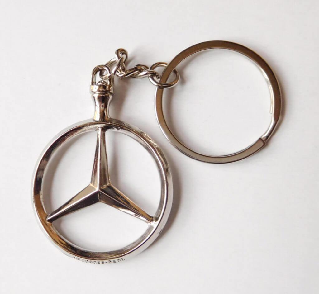Mercedes kulcstartó láncos