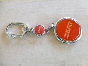 Seat kulcstartó piros