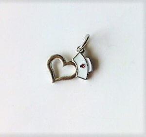 Nővér szív medál kulcstartó