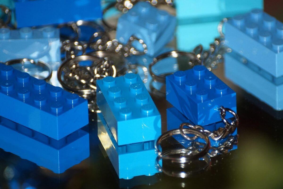 leo kulcstartó kék