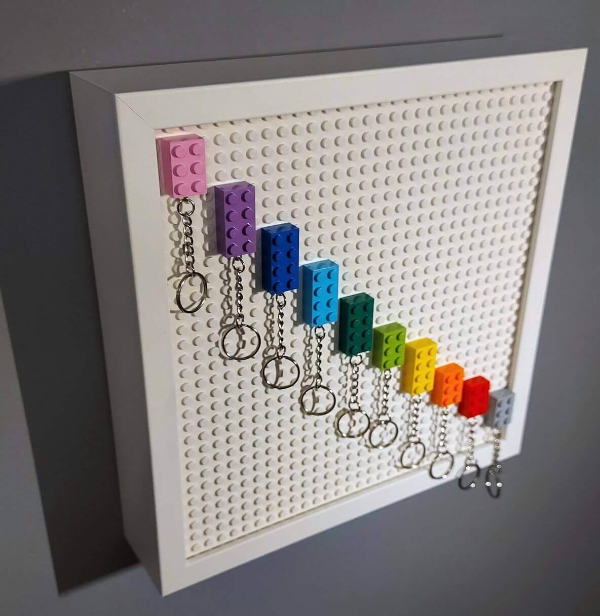 LEGO kulcstartó tartó szekrény