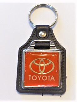 Toyota kulcstartó piros szögletes vintage